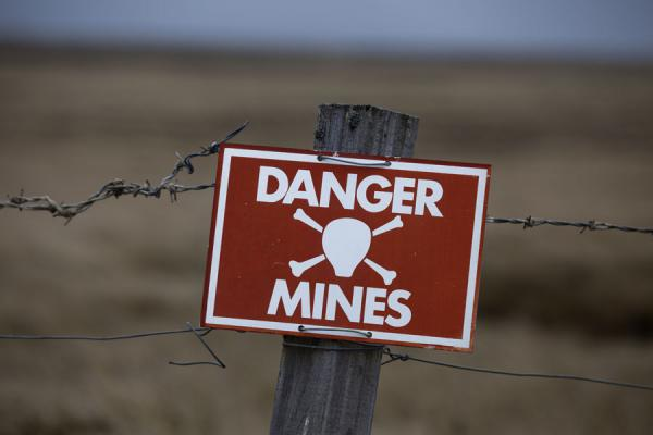Foto di Sign warning for the mine fields surrounding StanleyStanley - Isole Falkland