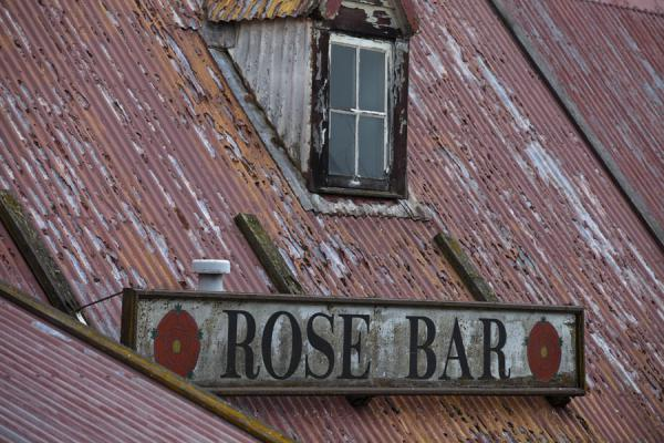 Photo de îles Malouines (Rose Bar building in Stanley)