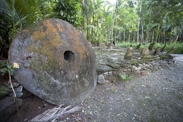 Picture of Okeu stone money bank (Federated States of Micronesia): Stone money bank with a few disks of stone money