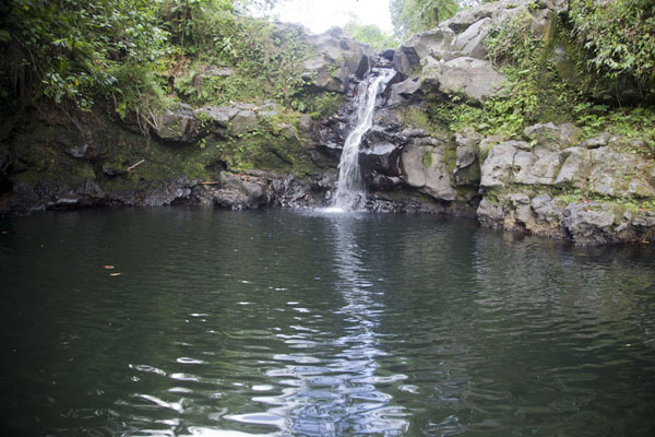 Picture of Pohnpei waterfalls (Federated States of Micronesia): Wide and deep pool in a basalt basin at Liduhduhniap falls