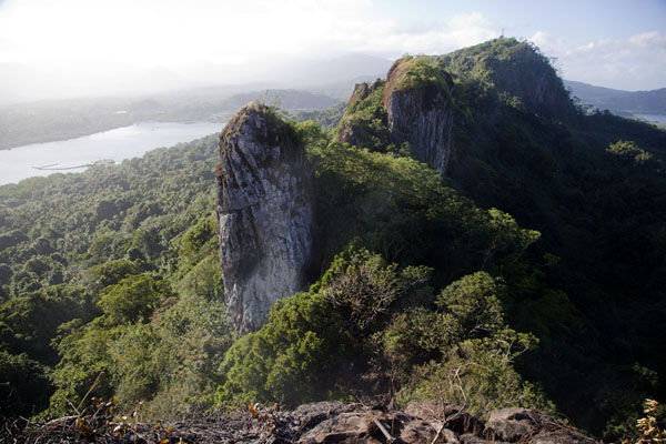 Foto van View towards Sokehs ridge from Sokehs rockSokehs rock - Federale Staten van Micronesia
