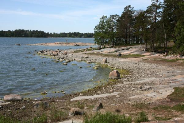 Foto van Rocky beach at the southern tip of Seurasaari islandSeurasaari - Finland