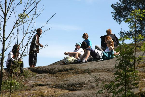 Foto van Young Finns having fun on the rocks of Seurasaari islandSeurasaari - Finland