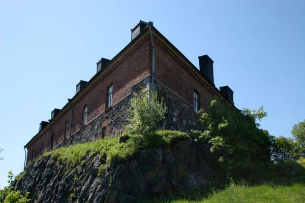 Typical house towering overhead on the rocks of Kustaanmiekka island | Suomenlinna | Finland