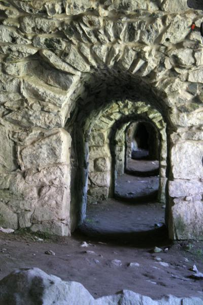 Foto van Arches in one of the many underground walkways of SuomenlinnaSuomenlinna - Finland