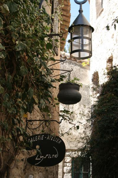 Lanterns and streetsigns in Eze | Eze | France