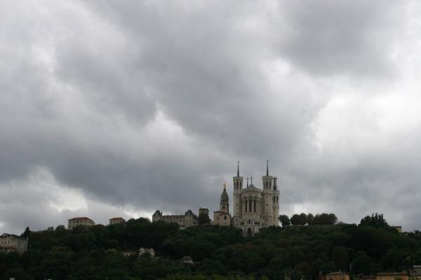 Picture of Notre Dame de Fourvière under a dark sky