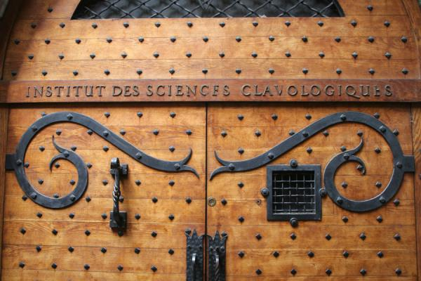 Foto de Detail of door inside a trabouleLyon - Francia