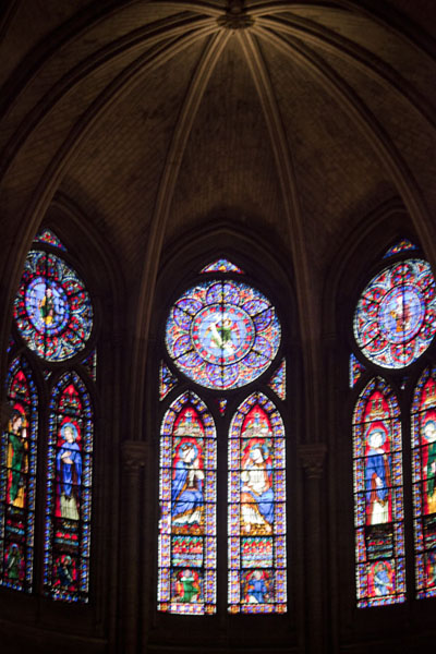 Foto de Stained glass windows on the eastern side of the cathedralCatedral de Notre Dame - Francia