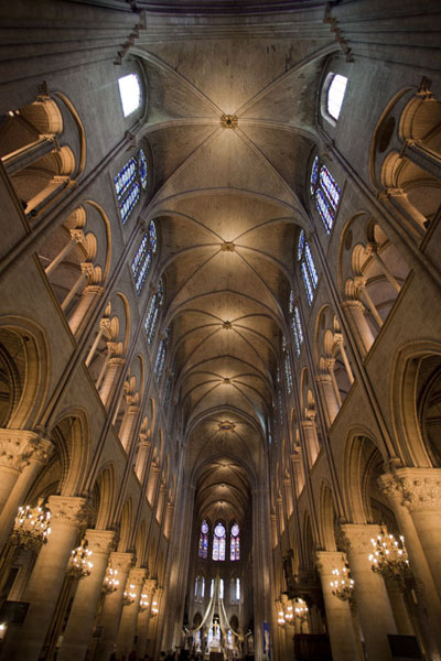 Foto de Looking east inside the Notre Dame cathedralCatedral de Notre Dame - Francia
