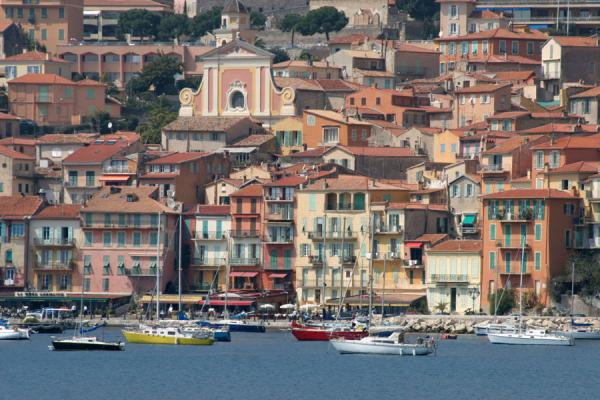 Foto de View of Villefranche sur Mer from the other side of the bayVillefranche sur Mer - Francia