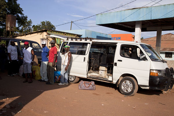 The van that never left: waiting in Bitam | Bitam to Libreville | 加彭