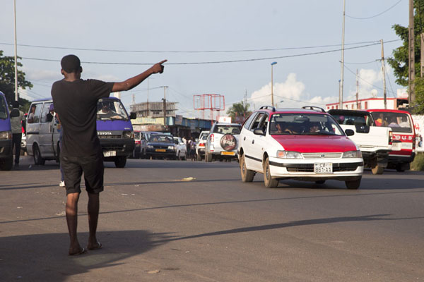 Guy trying to stop a taxi | Libreville taxi drivers | Gabon