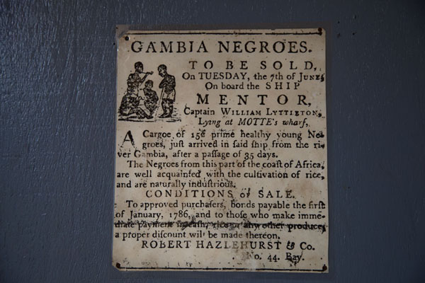 Foto di Notice announcing the sale of slaves on display in the museumJufureh - Gambia
