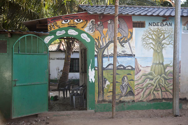 Entrance of the crocodile pool with painted wallKatchikally Sacred Crocodile Pool - 甘比亚