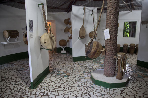 Part of the museum attached to the crocodile poolKatchikally Sacred Crocodile Pool - 甘比亚