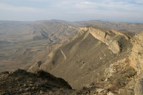 Photo de Géorgie (Davit Gareja: looking down over the mountains and into Azerbaijan)