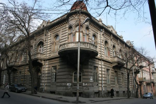 Foto di One of the typical houses to be found in the streets of TbilisiTbilisi - Georgia