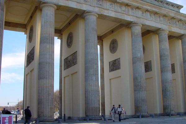 Walking through the Brandenburger Tor | Brandenburger Tor | Germany