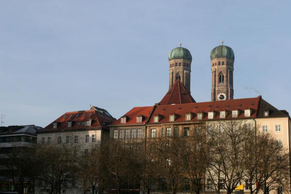 Foto van Belltowers of the Frauenkirche defining the skyline of MunichMünchen - Duitsland