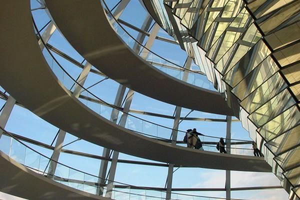 的照片 德国 (Modern architecture inside cupola of Reichstag)