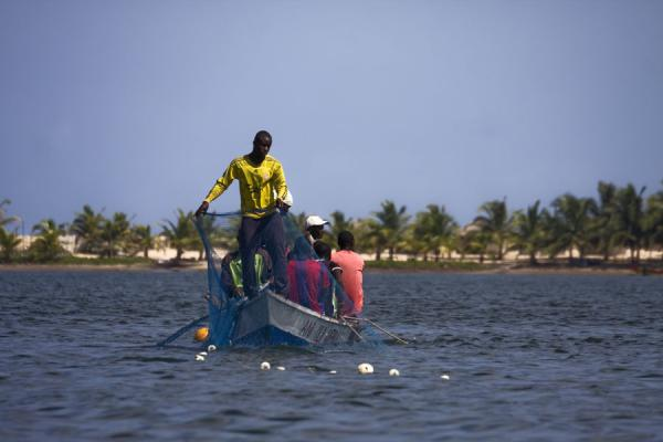 Foto van Fishermen laying nets in the waters of the Volta riverAda Foah - Ghana