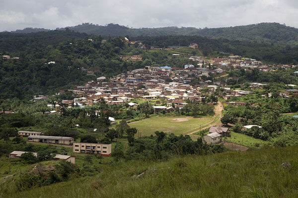 Foto van Amedzofe village seen from Mount GemiAvatime - Ghana