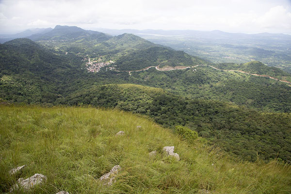 Photo de Looking down from Mount GemiAvatime - Ghana