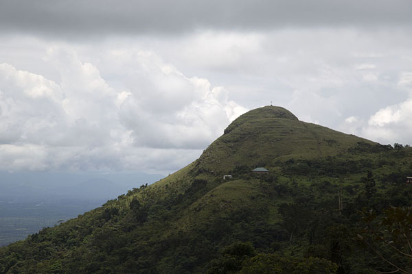 The summit of Mount Gemi seen from a distance | Avatime hills | 迦衲