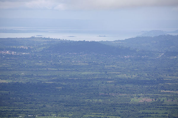 View from the top of Mount Gemi, with Lake Volta in the distance - 迦衲