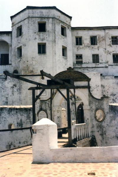 Picture of Elmina slave castle (Ghana): Bridge and fortified walls of Elmina slave castle
