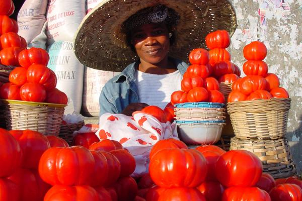 Picture of Ghana Market (Ghana): Tomato seller on African market