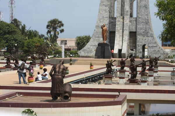 Statues, fountains and Mausoleum of Kwame Nkrumah | Kwame Nkrumah Mausoleum | Ghana
