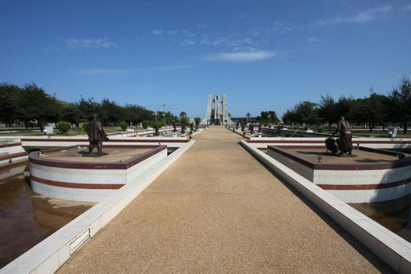 Central alley leading up to the Kwame Nkrumah Mausoleum | Kwame Nkrumah Mausoleum | Ghana