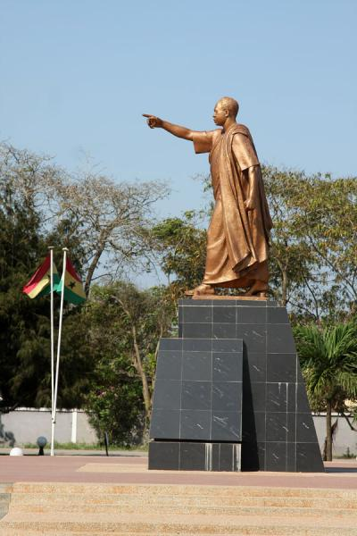 kwame nkrumah mausoleum travel story and pictures from ghana