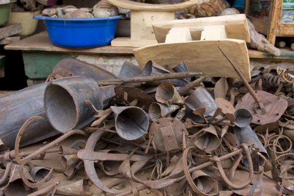Picture of Timber market (Ghana): Musical instruments made of metal
