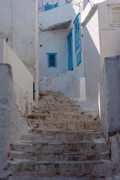 One of the many stairs in town - always whitewashed. | Hydra | Grecia