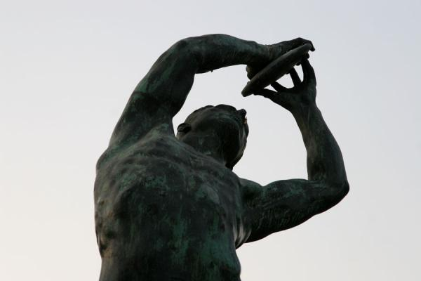 Foto di Statue of discus thrower opposite the Panathinaiko StadiumAtene - Grecia