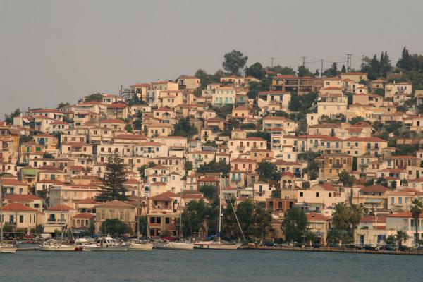 Foto van Poros town build on the slopes of Sferia islandPoros - Griekenland