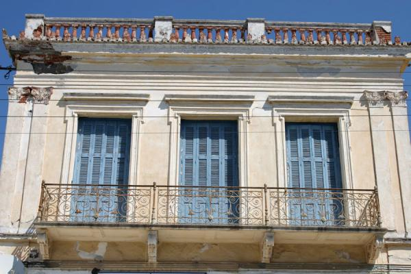 Foto van Typical architecture on Poros: neoclassical housesPoros - Griekenland
