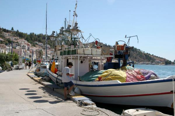 Foto van Quay of Poros with fisherboatsPoros - Griekenland