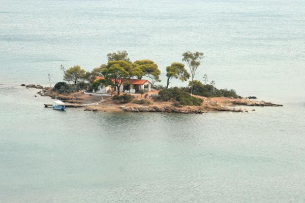 Foto van Small island off the coast of PorosPoros - Griekenland