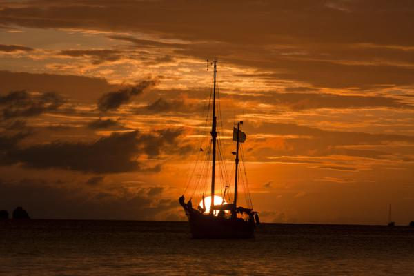Photo de Grenade (Sunset over Hillsborough Bay and moored yacht)
