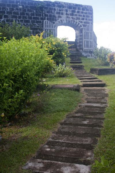 Foto di Stairs leading to the entrance of Fort FrederickFort Frederick - Grenada