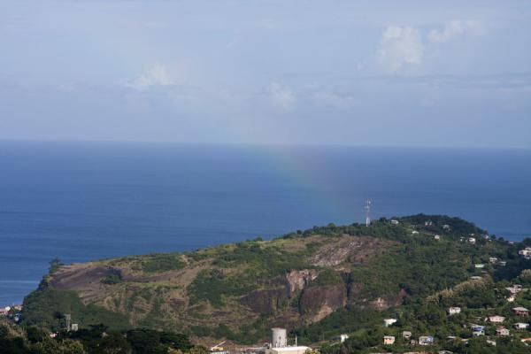 Foto van Faint rainbow over a hill above St. George'sFort Frederick - Grenada