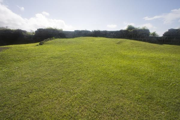 Foto van Well kept grassy interior of Fort Frederick - Grenada - Amerika