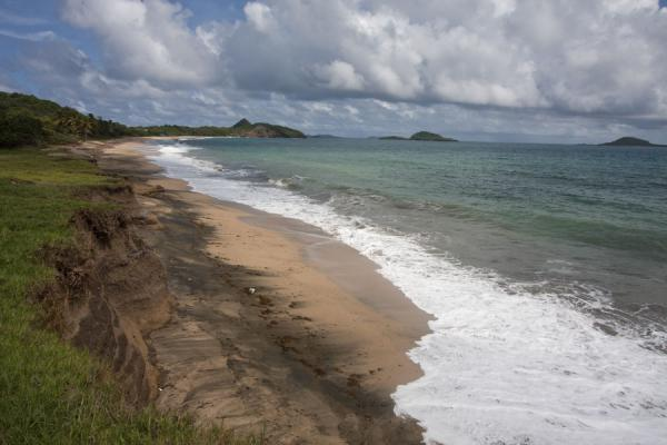 Photo de View from the southernmost point of Bathways Beach with Green Island and Sandy IslandPlage de Levera - Grenade