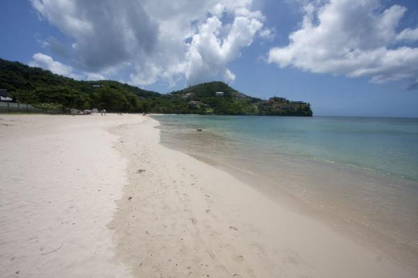 Photo de Grenade (Sea gently touching the white sands of Morne Rouge beach)