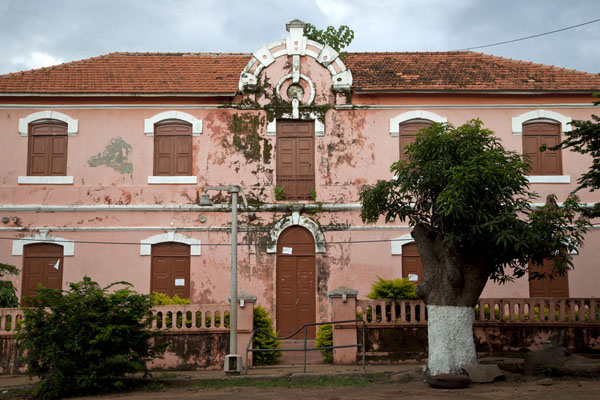 Foto di Colonial building in the district of Bissau Velho - Guinea-Bissau - Africa