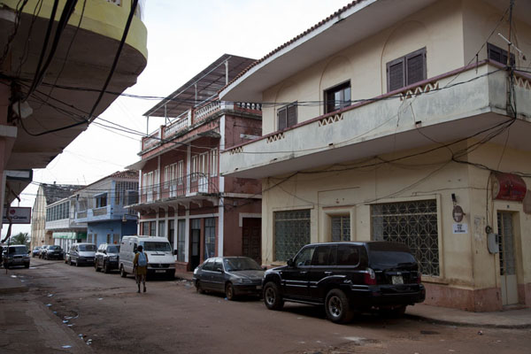 Foto van One of the main streets in the Bissau Velho neighbourhood - Guinée-Bissau - Afrika